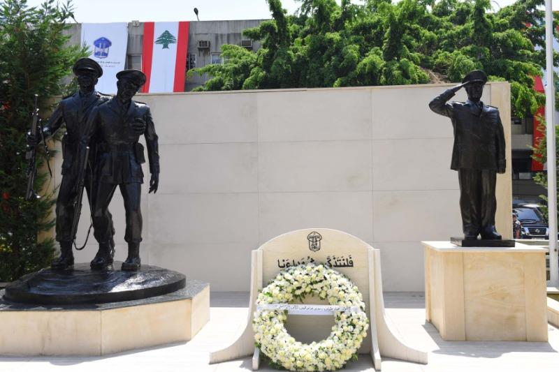 بمناسبة الذكرى الـ160 لتأسيس قوى الأمن... اللواء عثمان يضع إكليلا من الزهر على نصب الشهداء في ثكنة المقرّ العام