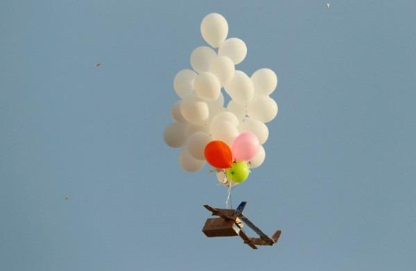كيف علّق مسؤولون ومحللون على عدم قيام الجيش الإسرائيلي بقصف غزة ردًا على البالونات؟