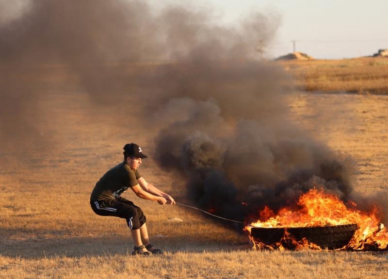 الاحتلال الإسرائيلي يطلق النار باتجاه مجموعة من الشبان جنوب غزة