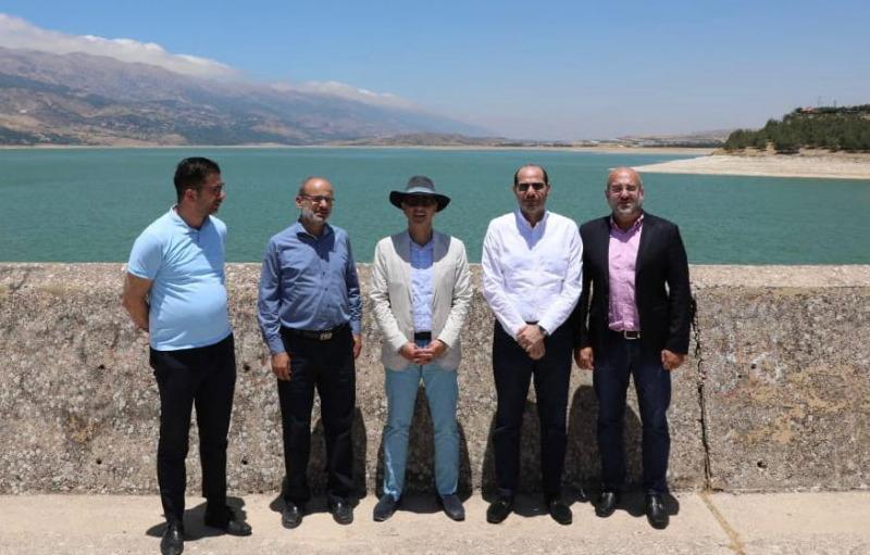 حسن مراد وسفير الباراغواي جالا في بحيرة القرعون