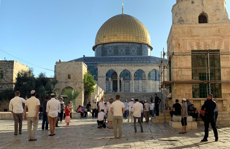 مستوطنون يقتحمون المسجد الأقصى بحمايةٍ مُشدّدة من شرطة الاحتلال