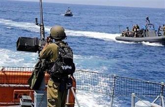 زوارق الاحتلال الإسرائيلي الحربية تطلق النيران باتجاه مراكب الصيادين على بعد 3 أميال غرب منطقة السودانية شمال غزة