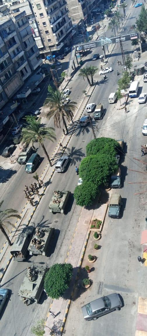 انتشار للجيش اللبناني في منطقة البداوي ولا تزال الطريق مقطوعة حتى الساعة وتم تحويل السير الى الطريق البحرية امام السيارات