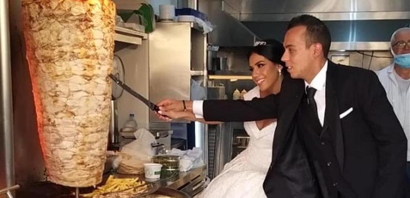 """زواج """"على اللبناني"""".. قطعا سيخ الشاورما بدل قالب الحلوى!"""