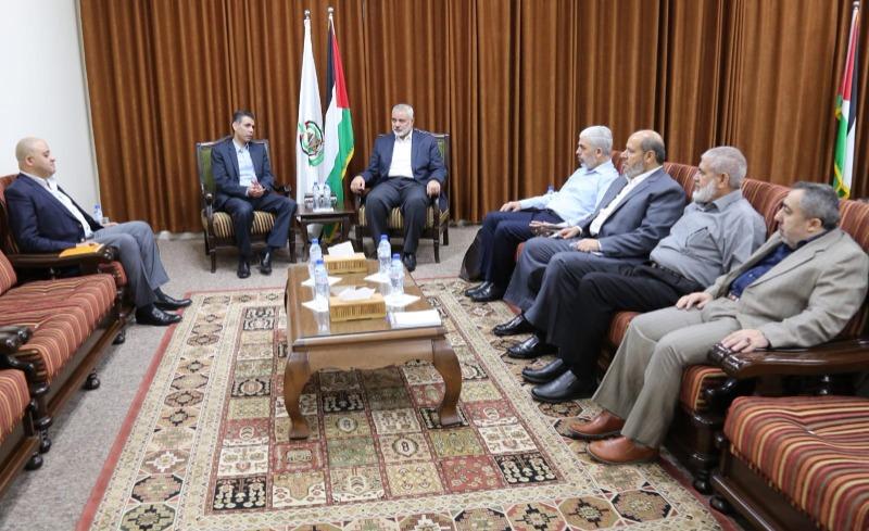 في سرية تامة وتكتم .. بدء مفاوضات غير مباشرة بين حماس والاحتلال في القاهرة