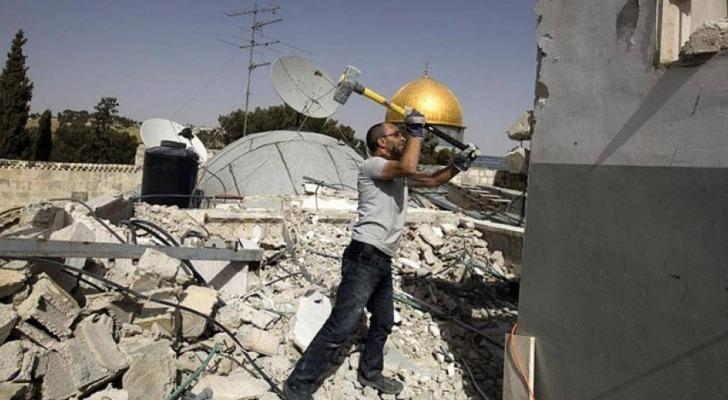 الاحتلال الإسرائيلي يجبر مقدسيا على هدم منشأته في المكبر