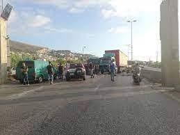 قطع أوتوستراد المنية إحتجاجاً على فقدان المازوت