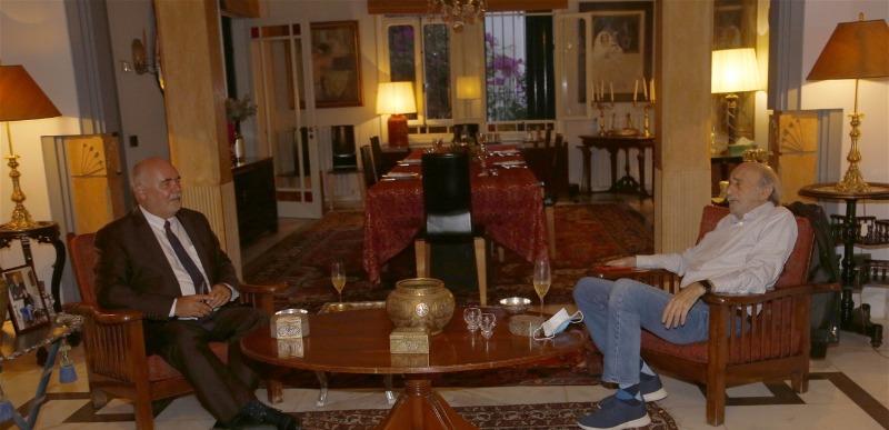 جنبلاط عرض مع السفير التشيكي المستجدات