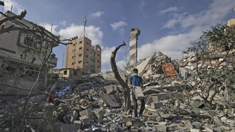 """قناة عبرية: تل أبيب تتراجع.. بدء إعمار غزة مقابل """"معلومات"""" عن الجنود الأسرى"""