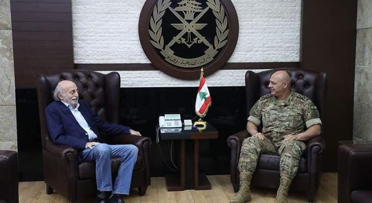 جنبلاط زار قائد الجيش وعرض معه الاوضاع في البلاد