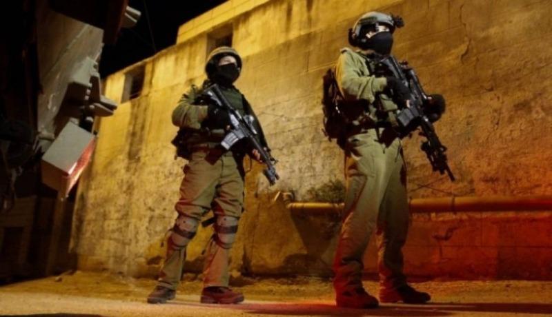 الاحتلال يعتقل 10 شبان من نعلين غرب رام الله