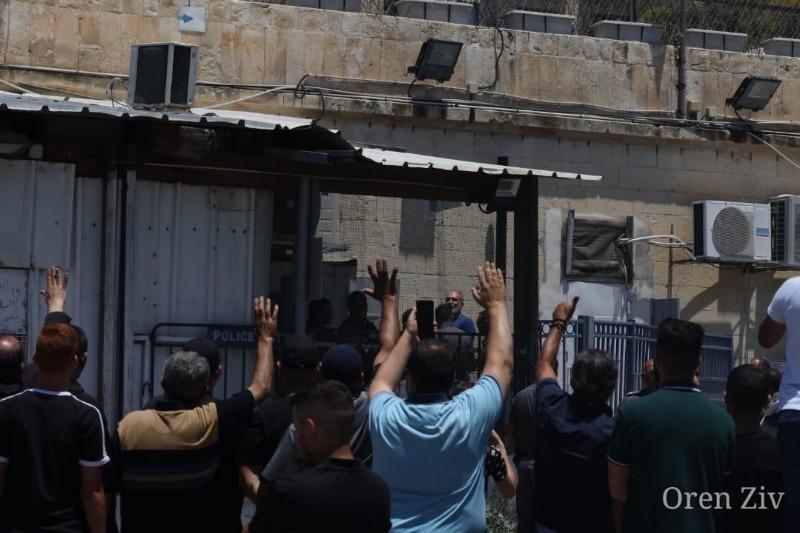 العشرات احتشدوا أمام محكمة الصلح في القدس تضامنًا مع المناضل محمد كناعنة المعتقل لدى سلطات الاحتلال