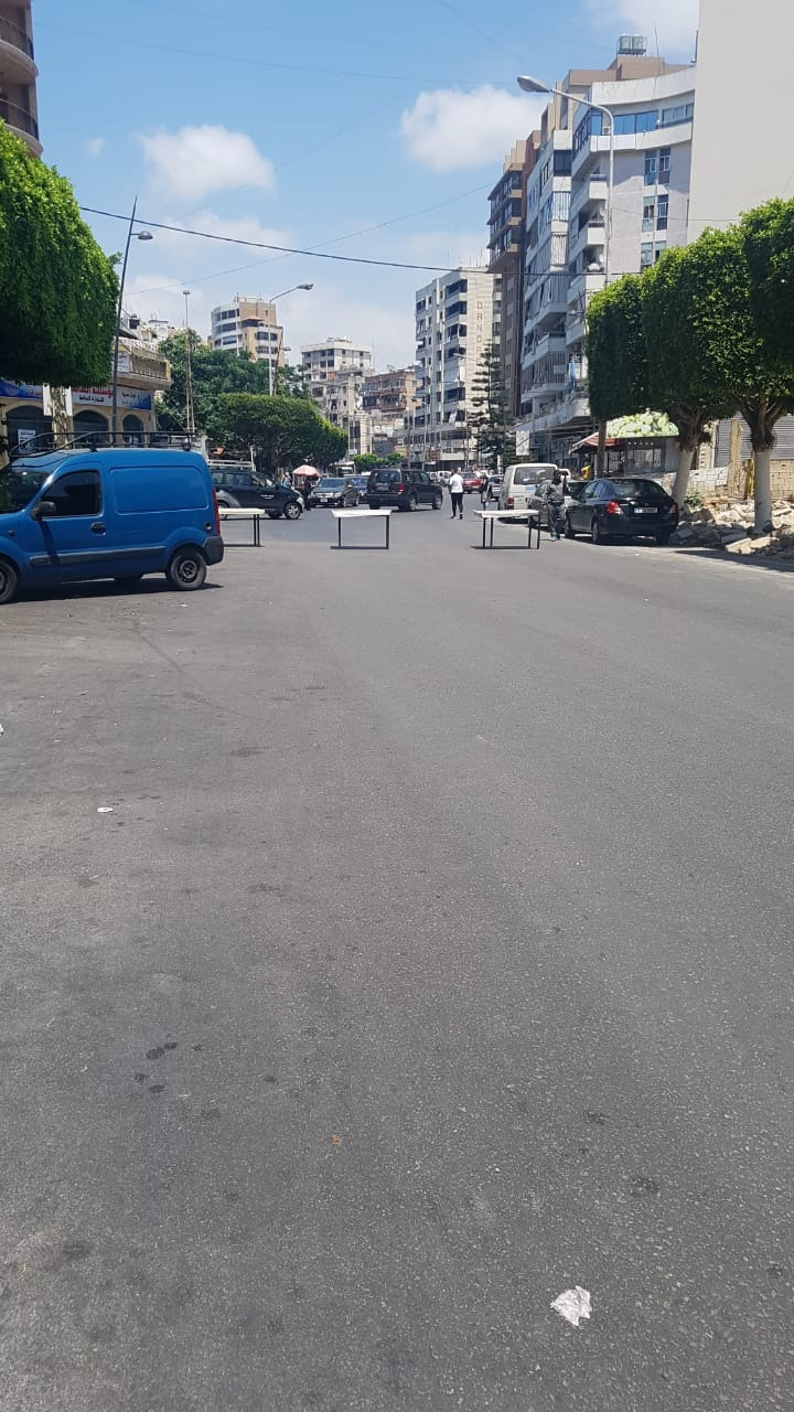 """بالصور - قطع """"زاروب النجاصة"""" في مدينة صيدا احتجاجاً على قطع الكهرباء والاشتراك"""