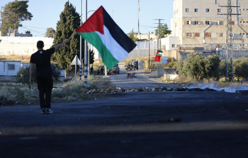 تواصل انتهاكات الاحتلال: اعتقالات وإصابات واقتحامات وإخطارات ومشاريع استيطانية بالضفة