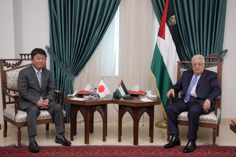 الرئيس عباس يستقبل وزير الخارجية الياباني