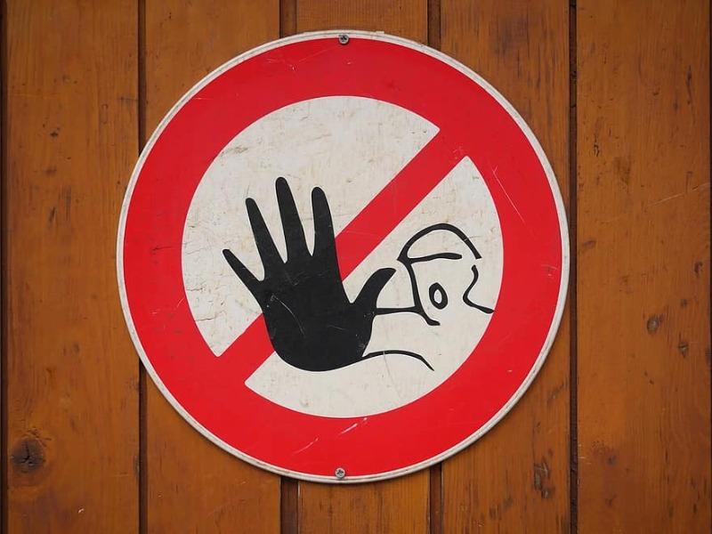 كنْ على حذرٍ من أمورٍ قد توقعك في الحظر!