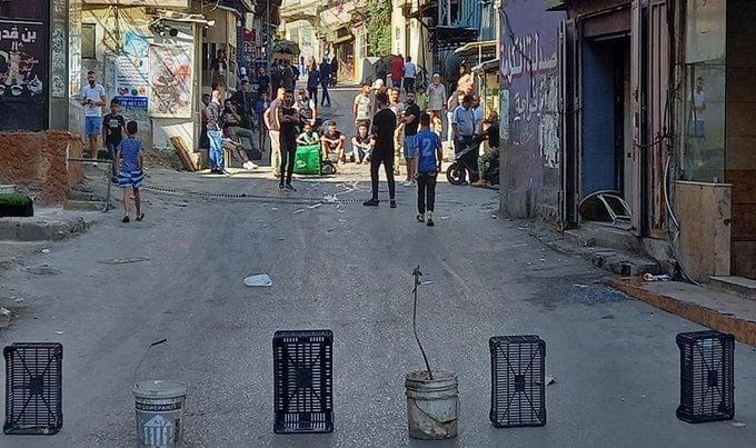 بعد الإشكال.. أهالي مخيم البداوي يقطعون الطريق
