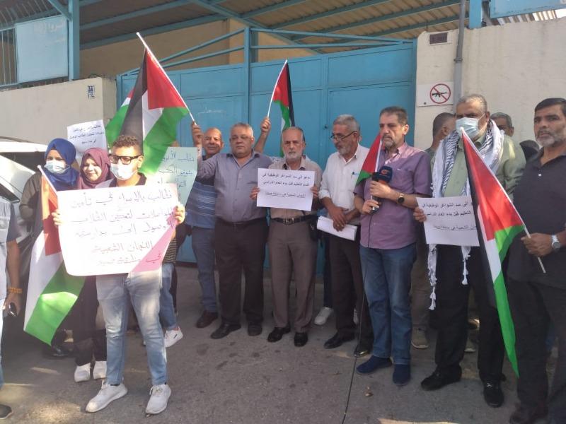 هيئة العمل الفلسطيني: تدعو الانروا للاسراع في تأمين وسائل النقل للطلاب اضافة الى الكتب والقرطاسية